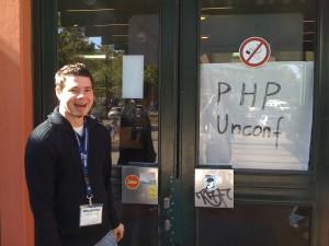 Markus vor dem Eingang zur PHP Unconference 2009